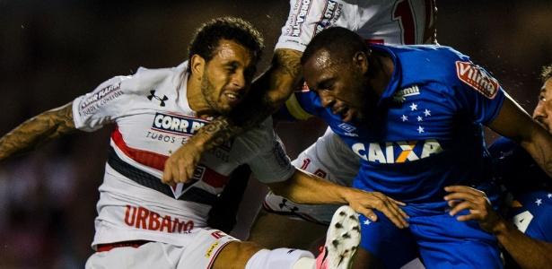 Manoel durante duelo contra o São Paulo: desfalque do Cruzeiro