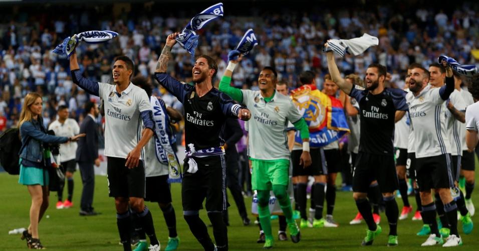 Festa dos campeões do Real Madrid começou com cachecóis no gramado
