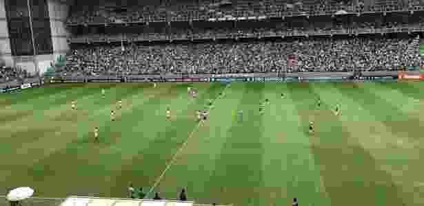 Troca no tipo de grama faz campo do Independência ficar com aparência ruim - Victor Martins/UOL Esporte - Victor Martins/UOL Esporte