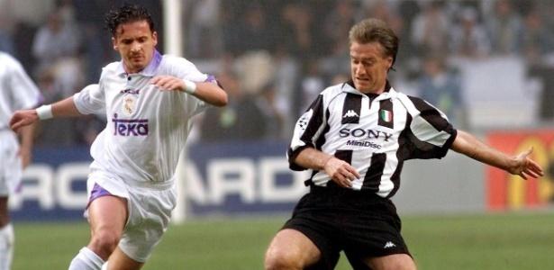 Mijatovic (esq.) disputa lance com Deschamps na final de 1998 entre Real e Juventus