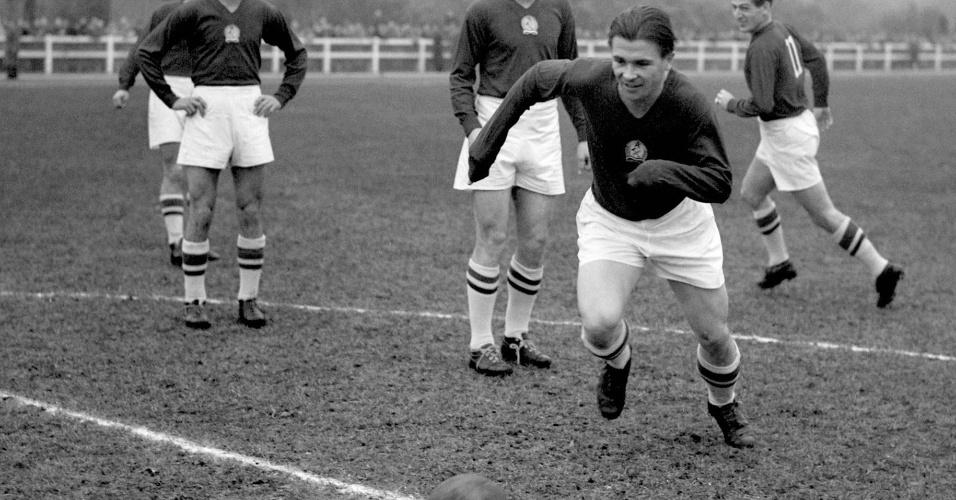 Ferenc Puskas em treino com a Hungria em 1953