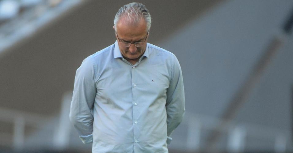 Dorival Júnior fica cabisbaixo no jogo entre São Paulo e Botafogo