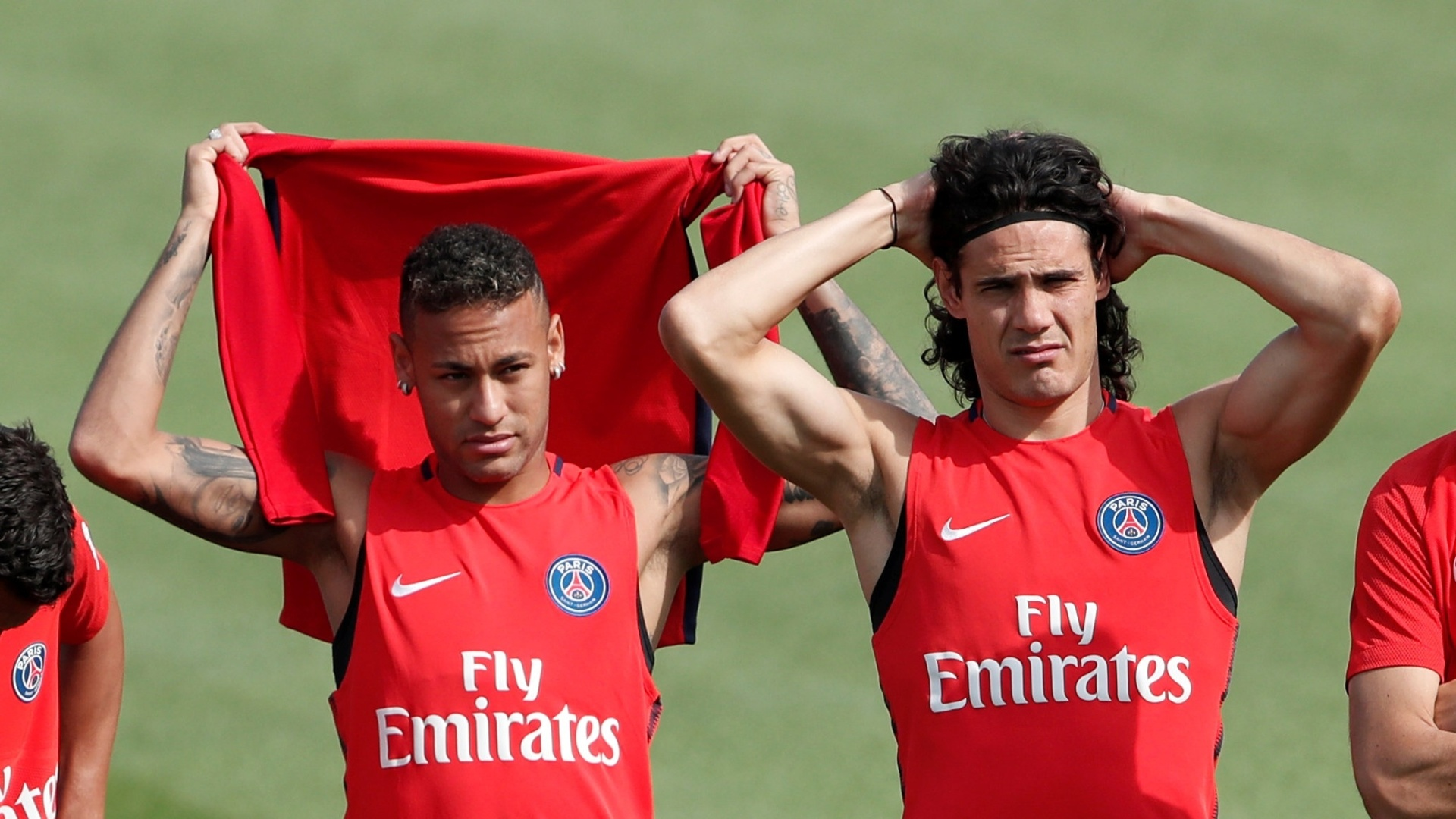 Neymar e Cavani participam de treino do Paris Saint-Germain