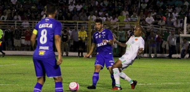 Lucas Silva aciona Henrique no jogo entre Cruzeiro e Caldense