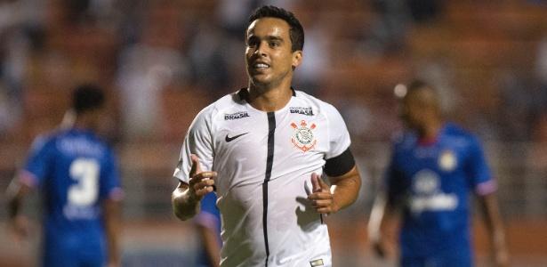 Jadson marcou dois gols na vitória do Corinthians por 4 a 0 sobre o São Caetano - Daniel Vorley/AGIF