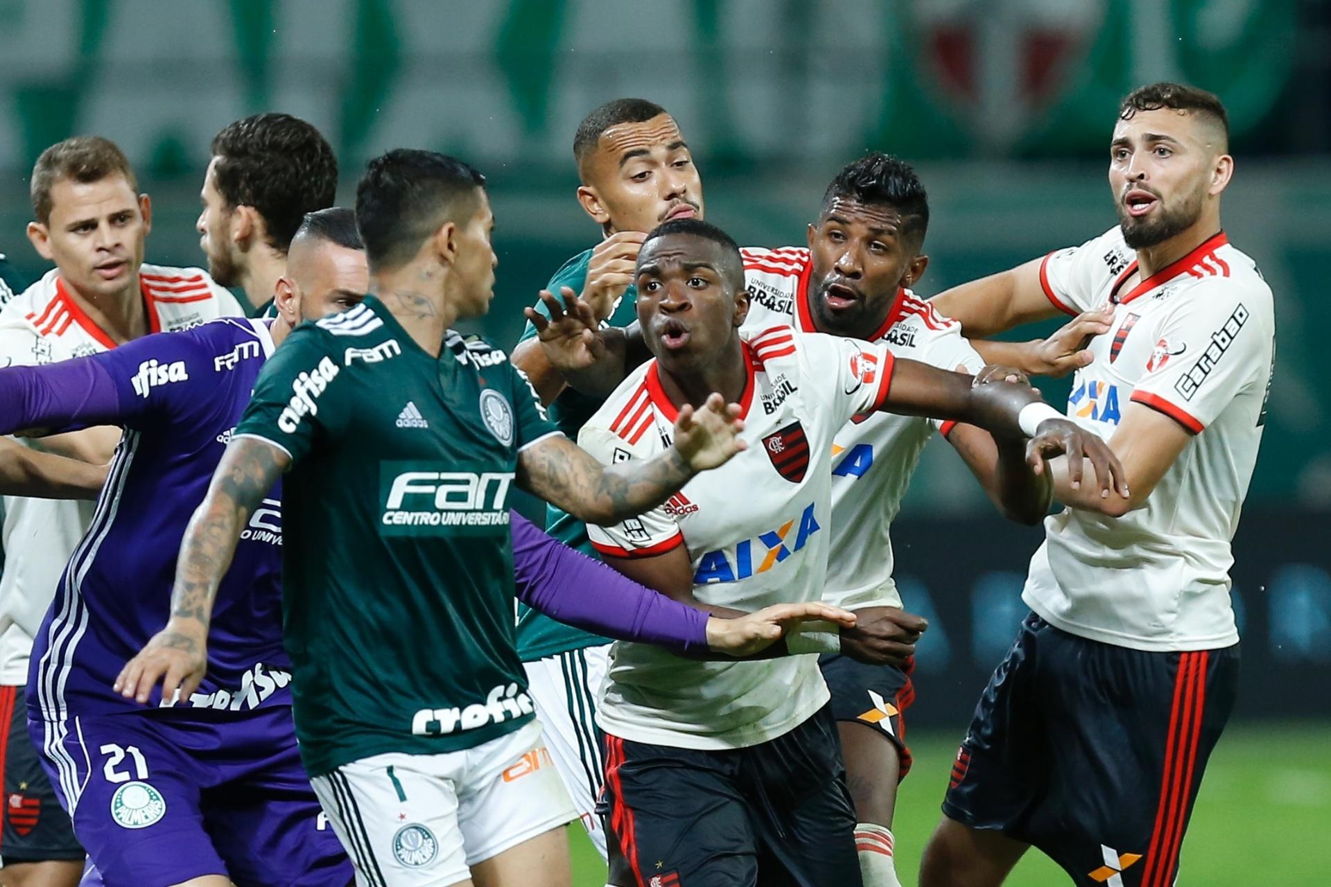 Palmeiras e Fla empatam em jogo com confusão e seis expulsões no final -  13 06 2018 - UOL Esporte e860b8b06a2be
