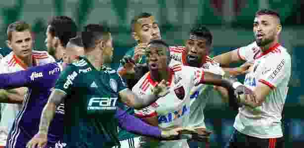 A confusão no empate com o Palmeiras desfalcou o Flamengo em posições estratégicas - Marcello Zambrana/AGIF