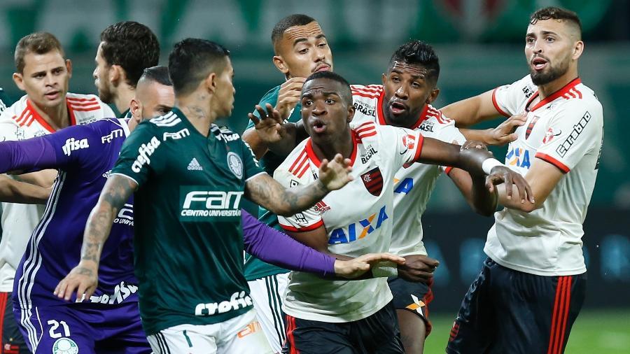 Confusão no jogo entre Flamengo e Palmeiras. Rivalidade crescente entre rubro-negros e palmeirenses - Marcello Zambrana/AGIF