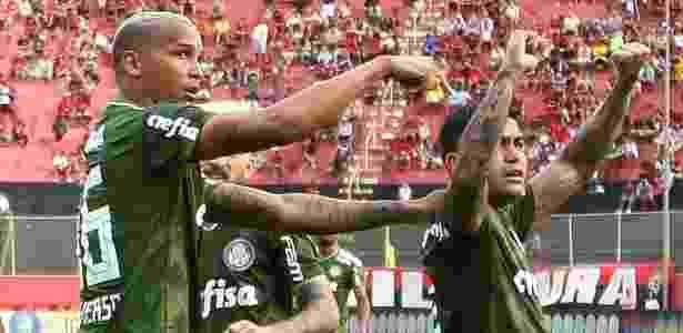 Deyverson comemora gol com Dudu no Palmeiras - Cesar Greco/Ag. Palmeiras/Divulgação