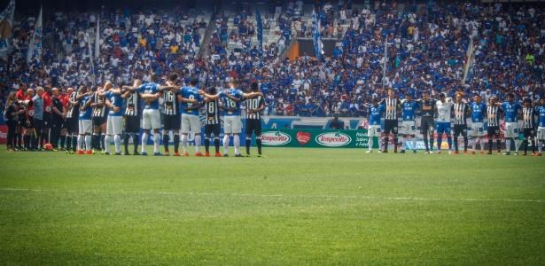 Jogadores de Atlético-MG e Cruzeiro fazem minuto de silêncio pelas vítimas de Brumadinho - Vinnicius Silva/Cruzeiro
