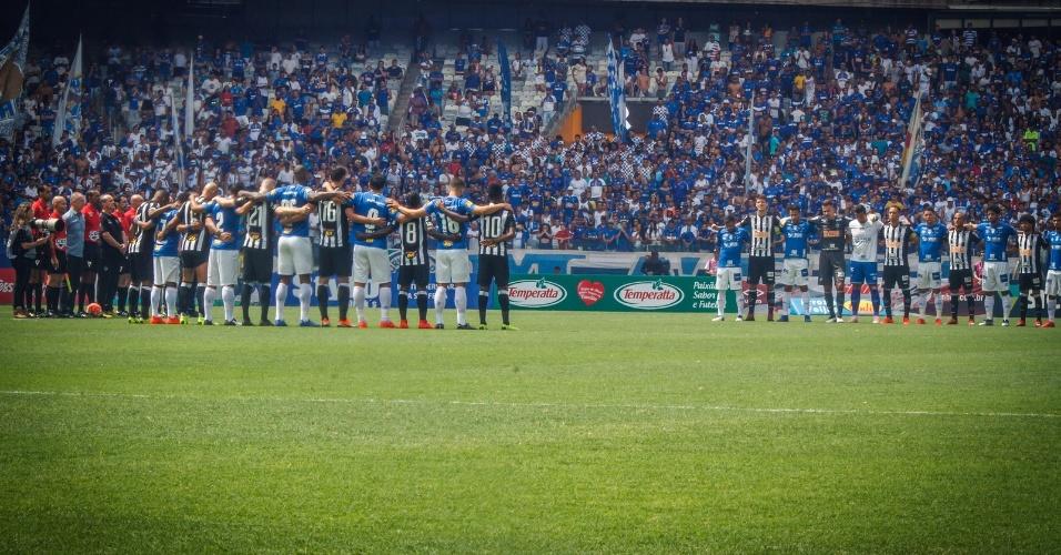 bb7f16ec5a Jogadores de Atlético-MG e Cruzeiro fazem homenagem antes de clássico