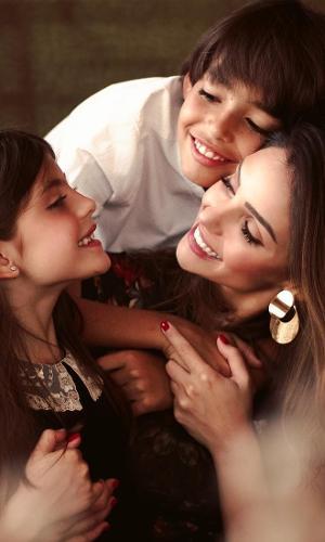 Carol Celico com os filhos Lucas e Isabella