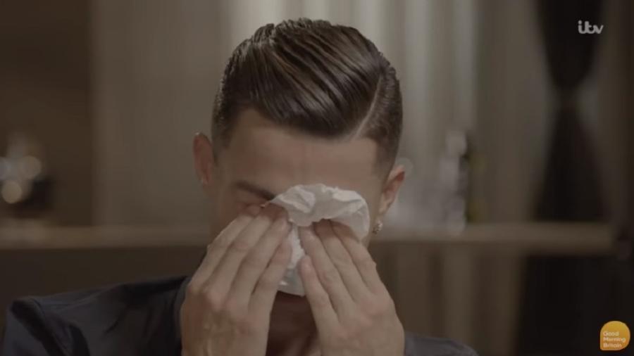 Cristiano Ronaldo chora durante entrevista  - Reprodução