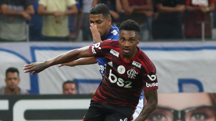 Vitinho não teve boa atuação contra o Cruzeiro - Fernando Moreno/AGIF