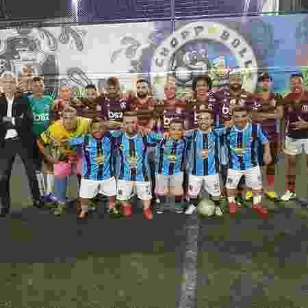 Time de sósias do Flamengo venceu uma equipe de anões com camisa do Grêmio  - Reprodução/Twitter