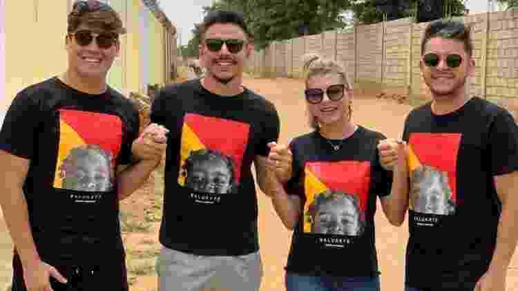 Willian Bigode e a esposa Loisy Coelho com Marcos Freire (e) e Jonnes Queiroz (d) - Arquivo Pessoal