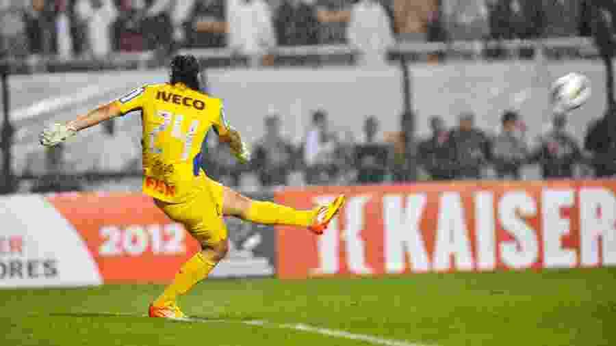 Cássio com a camisa 24 durante campanha da Libertadores de 2012 - Helio Suenaga/LatinContent via Getty Images