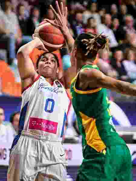 """Jennifer O""""Neill arremessa, durante a partida entre Porto Rico e Brasil - Divulgação/FIBA"""