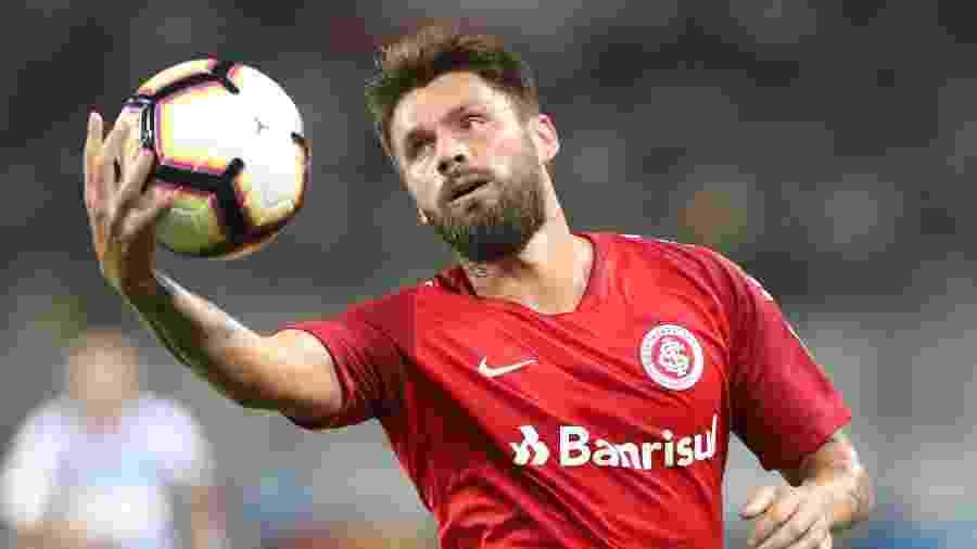 Rafael Sobis defende o Ceará e revive roteiro do Inter com importância além do campo - Raul Sifuentes/Getty Images