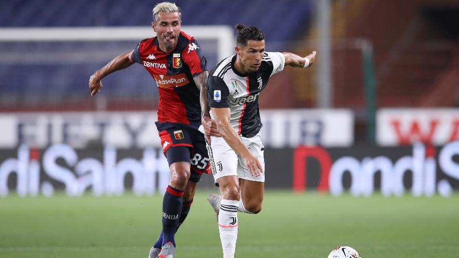 Cristiano Ronaldo durante a partida contra o Genoa, pelo Campeonato Italiano - Jonathan Moscrop/Getty Images