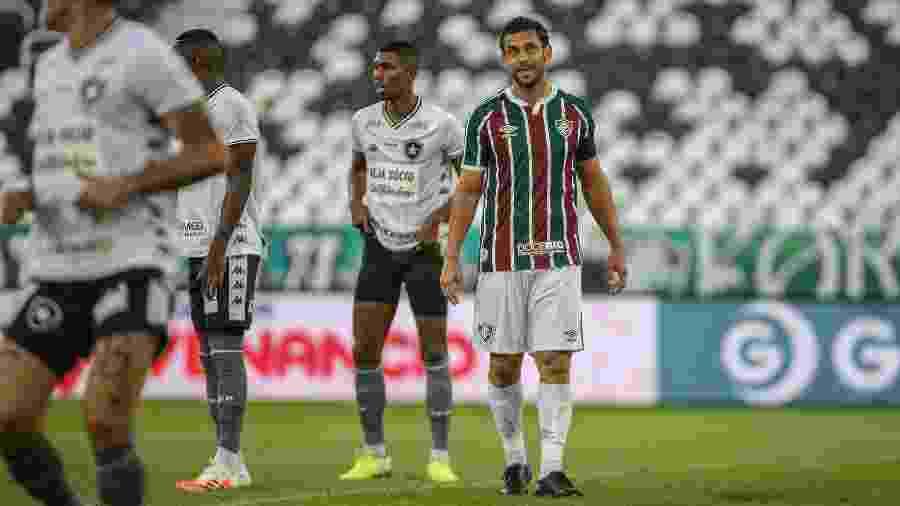 """Fred percebeu """"visão dupla"""", terá que operar o olho e está fora da final do Campeonato Carioca contra o Flamengo - Lucas Merçon / Fluminense F.C."""