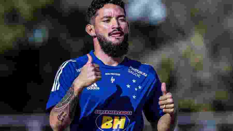 Arthur Caíke, atacante do Cruzeiro, celebra vitória - Gustavo Aleixo/Cruzeiro