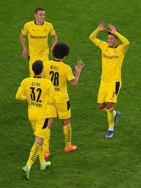Jogadores comemoram o segundo gol do Borussia Dortmund sobre o Zenit - OLGA MALTSEVA/AFP