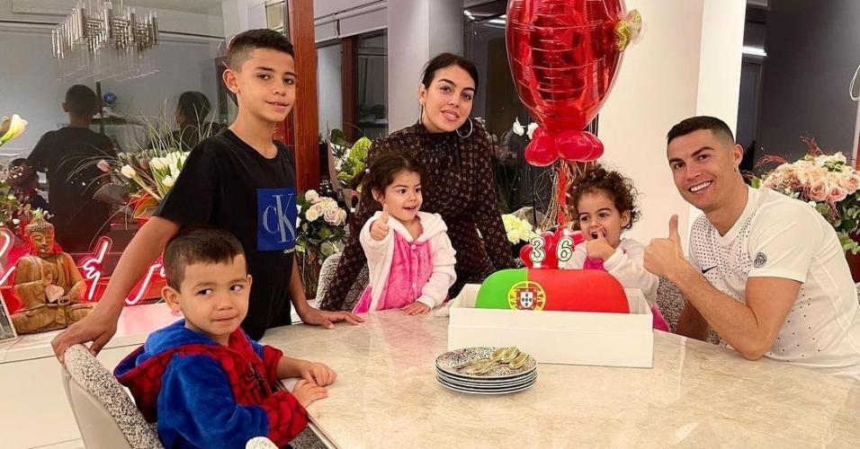 Cristiano Ronaldo comemora aniversário com a família