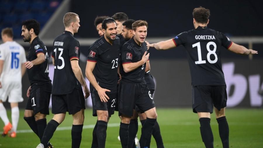 Jogadores da Alemanha comemoram gol contra a Islândia pelas eliminatórias europeias da Copa do Mundo do Qatar - Matthias Hangst - UEFA/UEFA via Getty Images