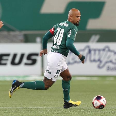 Felipe Melo disputa bola com adversário em jogo do Palmeiras contra Inter de Limeira - Cesar Greco/Palmeiras