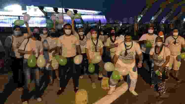 Enfermeiros em protesto na Arena Pantanal: exigem piso salarial e carga horária de trabalho de 30 horas - Bruno Braz / UOL Esporte - Bruno Braz / UOL Esporte