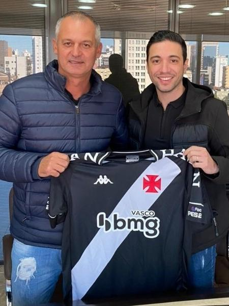 Lisca (esq.) acertou com o Vasco na última terça após reunião com o diretor-executivo Alexandre Pássaro (dir.) - Vasco da Gama
