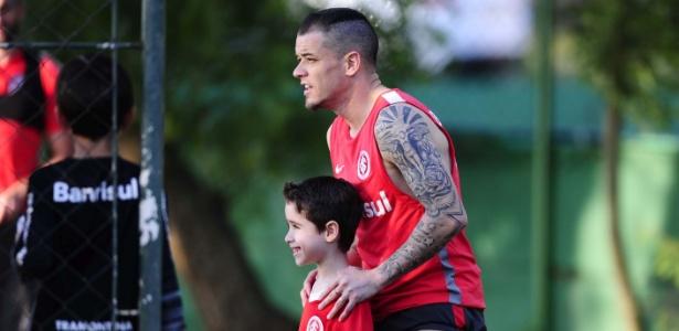 D'Alessandro retomou treinamentos após dois dias a mais de férias liberado pelo Inter