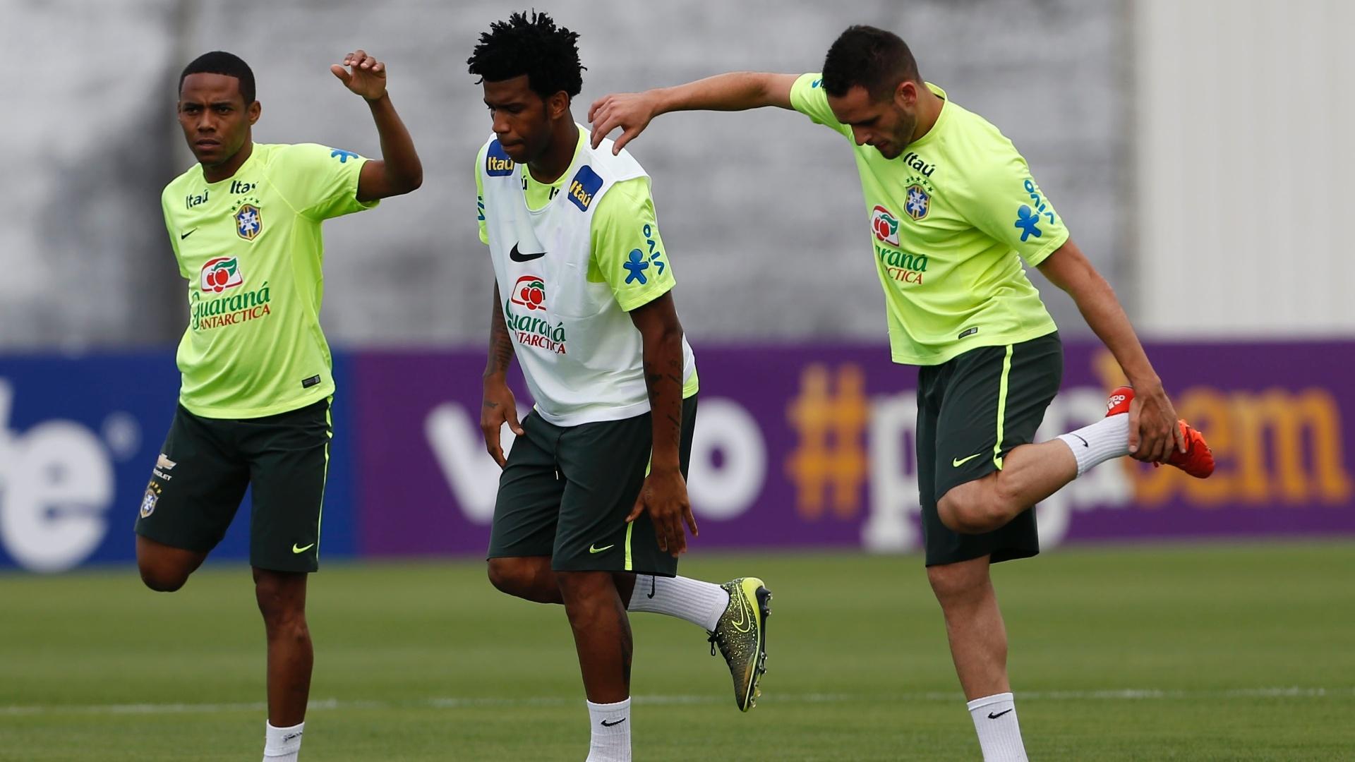Elias, Gil e Renato Augusto se sentiram em casa no treino da seleção brasileira