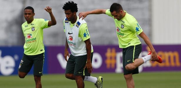 Gil quer continuar na seleção mesmo atuando no futebol chinês