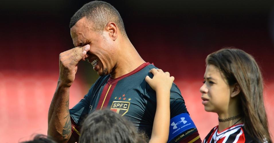 Luis Fabiano se emociona em sua despedida do Morumbi