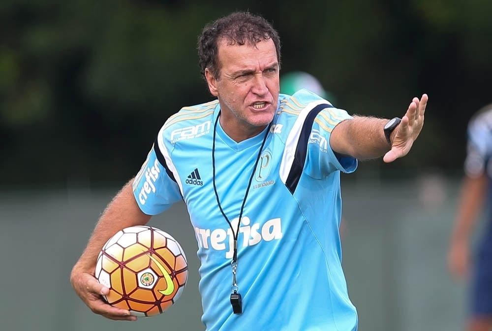 Cuca comanda treino coletivo do Palmeiras na Academia de Futebol
