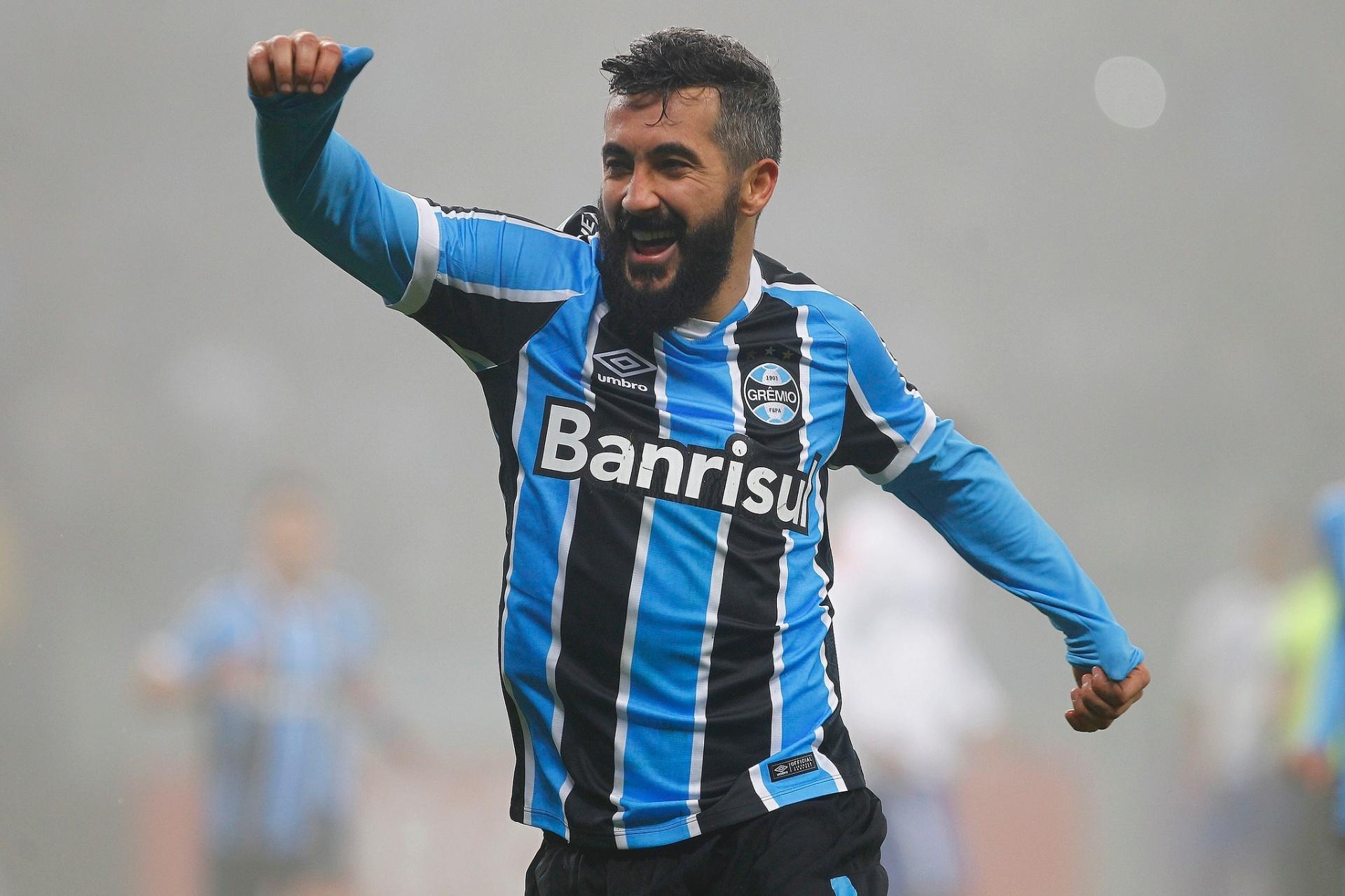 216650cee3cac Douglas está perto de renovar com o Grêmio. Saiba o que falta - 31 08 2016  - UOL Esporte