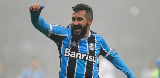 Douglas já tem acerto para 2017, mas falta definir o tempo do novo contrato com o Grêmio