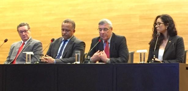 Coronel Marinho (3o da esq. para direita) é apresentado como novo diretor de arbitragem - Pedro Ivo Almeida/UOL