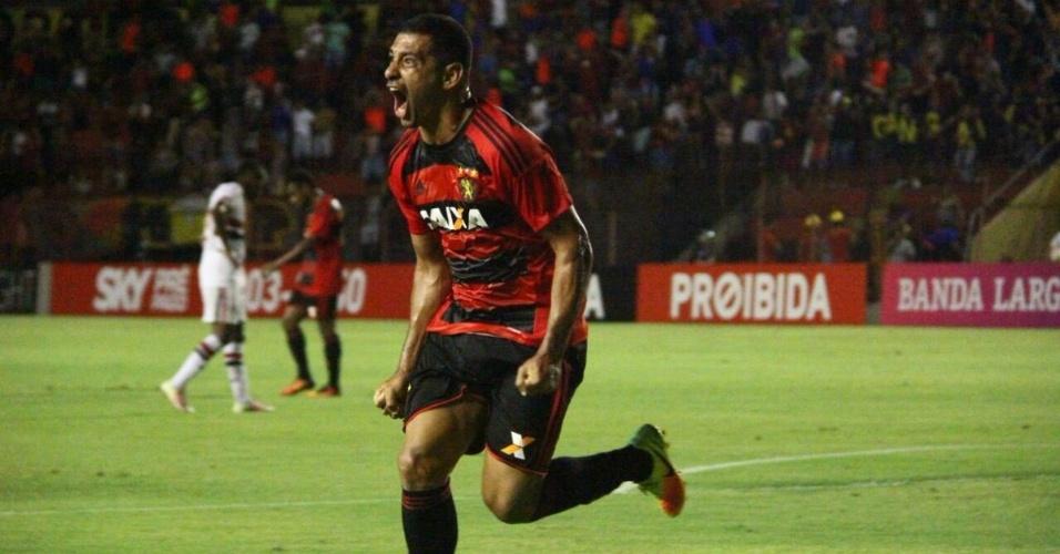 Diego Souza comemora gol de voleio marcado contra o São Paulo na Ilha do Retiro