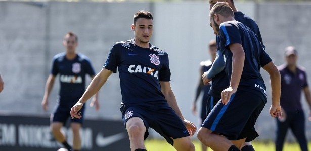 Mantuan em ação com a camisa do Corinthians; Carille cogita chance em breve