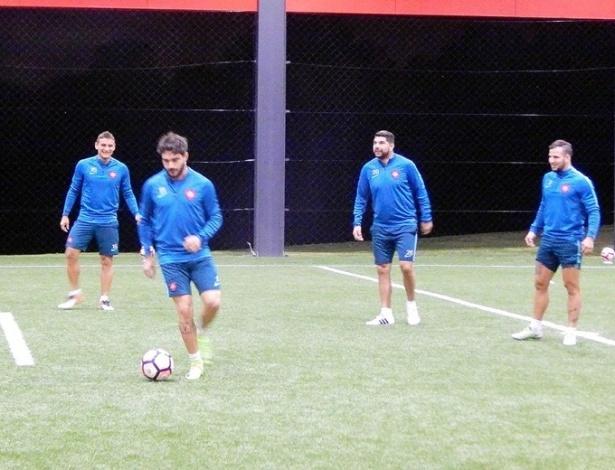 Jogadores do San Lorenzo treinam no CT do Caju