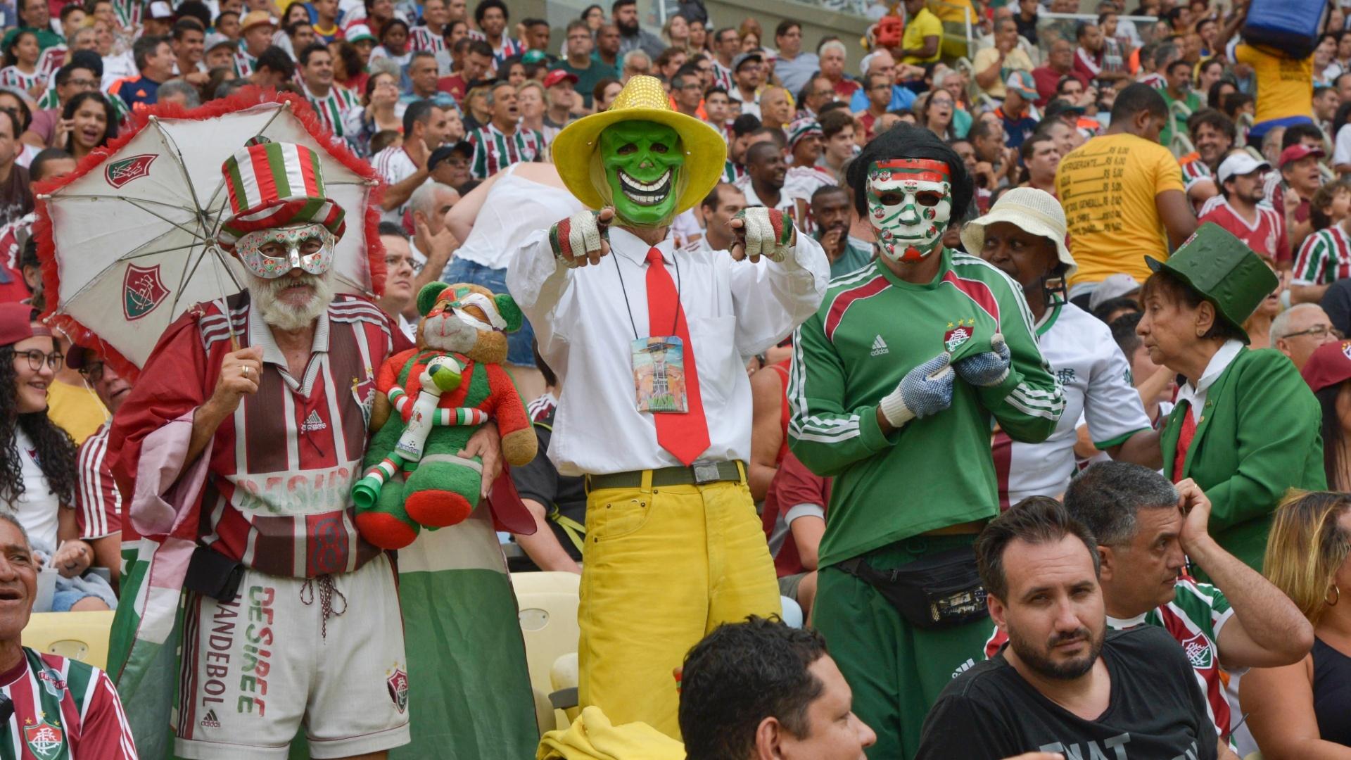Torcedores do Fluminense acompanham a partida contra o Avaí