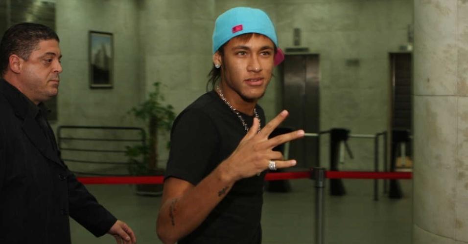 Neymar vai à festa de premiação de gol mais bonito do ano no Clube Royal em janeiro de 2012
