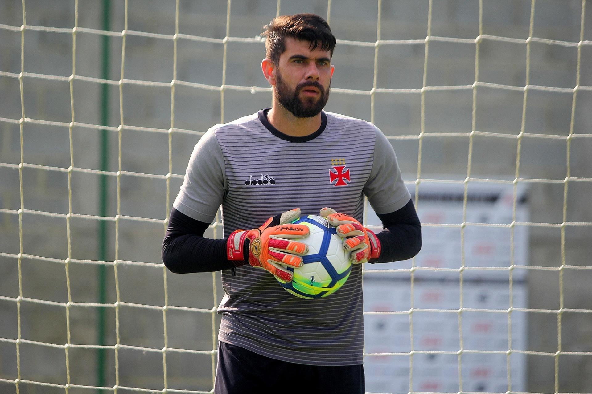 c655e09c47 Martin Silva fica fora da relação e Fernando Miguel é titular no Vasco -  Esporte - BOL