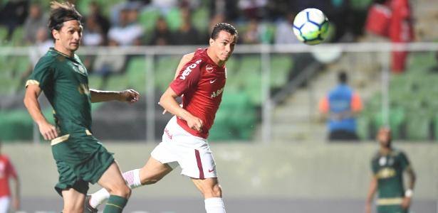 Leandro Damião é o jogador que mais finaliza de cabeça no Internacional - Ricardo Duarte/Inter