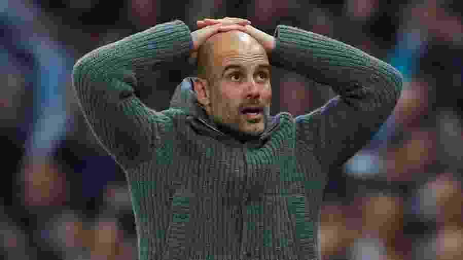 Pep Guardiola acompanha o jogo entre Manchester City e Tottenham - Phil Noble/Reuters