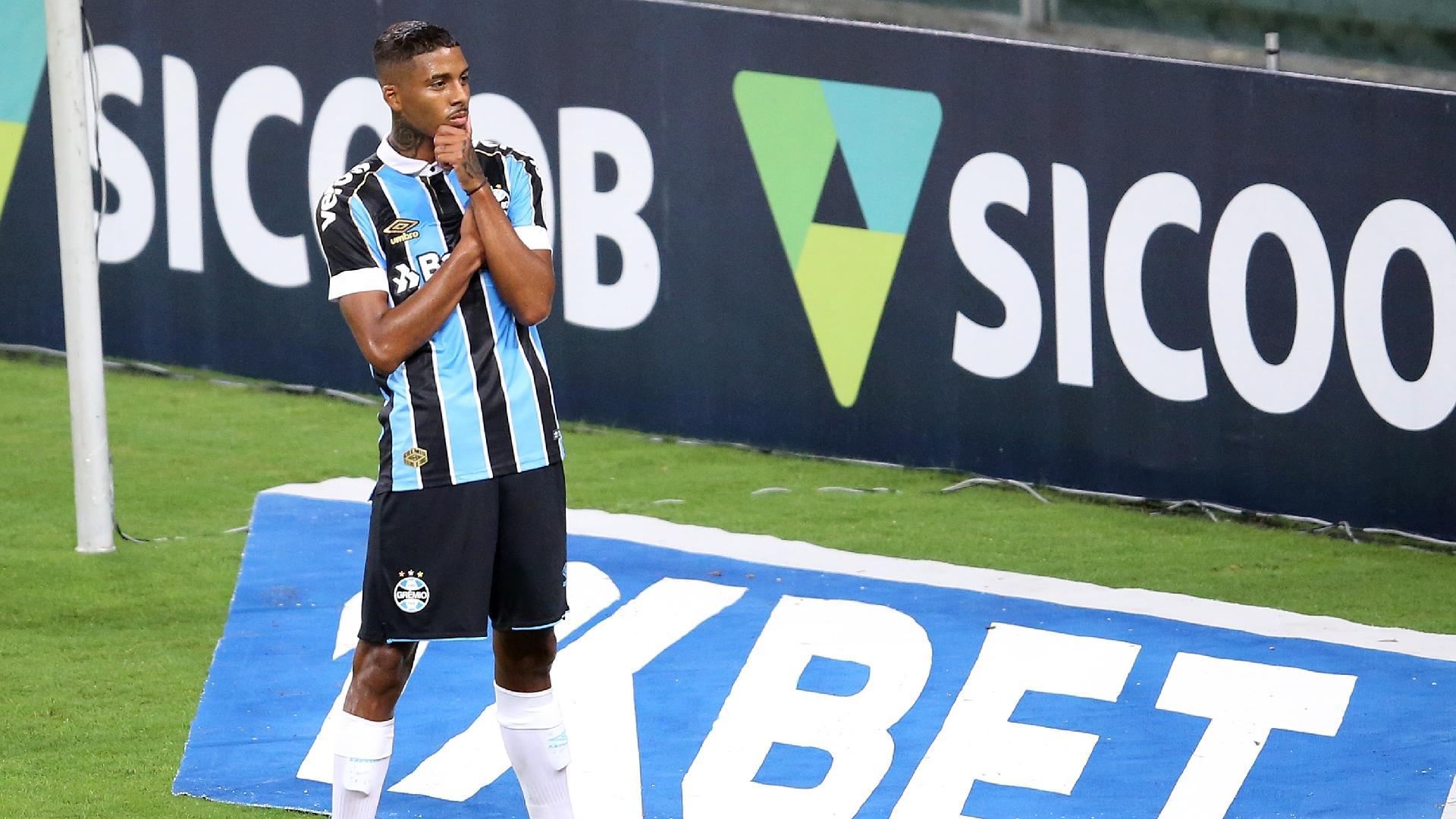 Jean Pyerre comemora gol do Grêmio contra o Fluminense