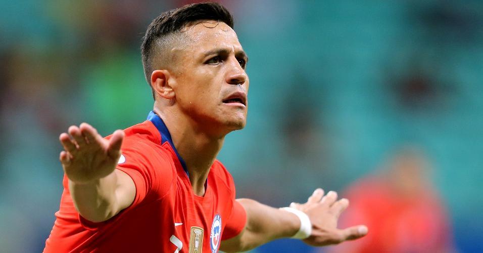Alexis Sánchez comemora gol na partida entre Chile e Equador